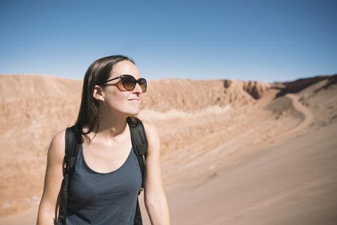Chile, woman in the Atacama Desert - GEMF000390