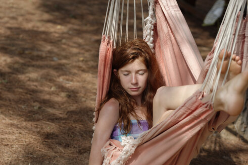 Portrait of girl with closed eyes in a hammock - LBF001217