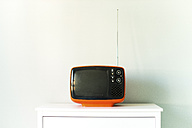 Old television on chest of drawers - JPF000055