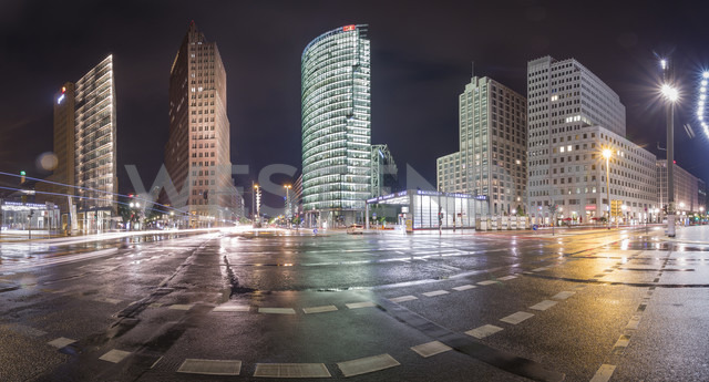 Germany, Berlin, Panoramic view of Potsdamer Platz during a rainy night - NKF000415 - Stefan Kunert/Westend61