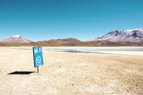 Bolivia, Potosi, Wi Fi sign in deserted landscape of the Bolivian Altiplano - GEMF000428