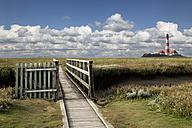Germany, North Frisia, Westerhever, Westerheversand Lighthouse, wooden bridge - KLRF000188
