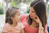 Woman talking to her little daughter - ERLF000039