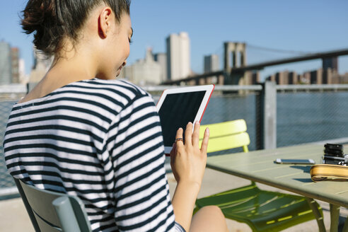 USA, New York City, smiling young woman with digital tablet - GIOF000134