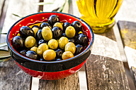 Bowl with green and black olives - SARF002153