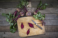 Sliced organic beetroot on wooden board - LVF003923