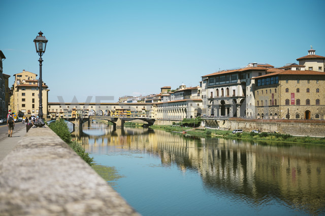 Italy, Florence, River Arno and Ponte Vecchio - GEMF000434