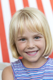 Portrait of smiling blond girl - JFEF000726