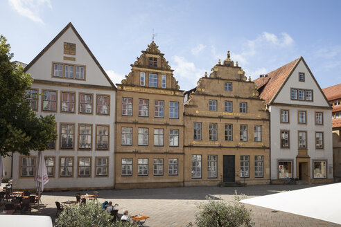 Germany, North Rhine-Westphalia, Bielefeld, Row of patrician houses - WIF002870