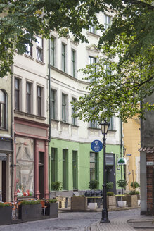 Latvia, Riga, Street with outdoor cafes in old town - MELF000087