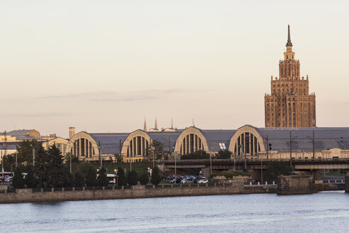 Latvia, Riga, Academy of Science and market hall behind the Daugava river - MELF000090