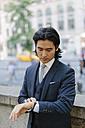USA, New York City, businessman checking the time - GIOF000220
