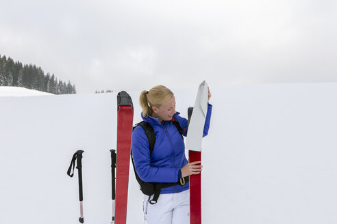 Woman prepating for ski tour, carrying avalanche ABS - NN000290