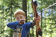 Portrait of a boy with bow and arrow in an adventure park - JEDF000251