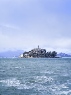 USA, San Francisco, view to Alcatraz island - SBDF002328