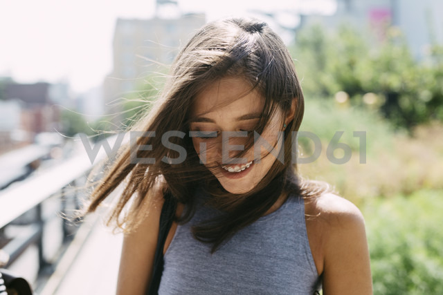 USA, New York City, smiling brunette young woman outdoors - GIOF000278