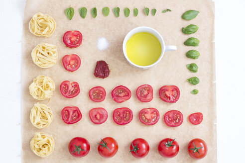 Tagliatelle and ingredients - CMF000338