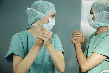 Two surgeons disinfecting their hands before surgery - MFF002343