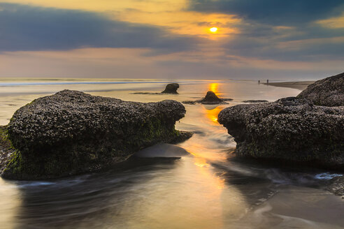 Indonesia, Bali, coast at sunset - KNTF000126
