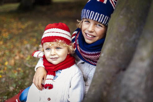 Portrait of two blond boys wearing fashionable knit wear in autumn - MGOF000879