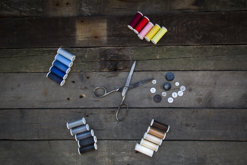 Scissors, buttons and cotton reels on wood - LVF004037