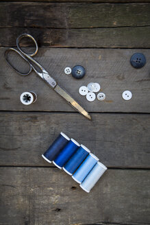 Scissors, buttons and cotton reels on wood - LVF004040