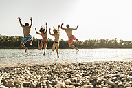 Friends jumping into river - UUF005870