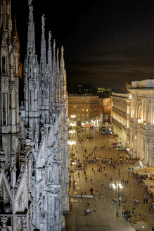 Italy, Milan, Cathedral Square at night - HLF000926