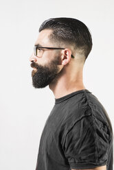Portrait of a mid adult man with full beard, side view - JASF000191