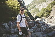 Ultra runner in mountains wearing sun glasses - RAEF000557