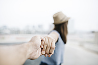 Holding hands, close-up - JRFF000138