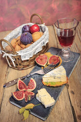 Still life with wine, figs and cheese - VTF000455