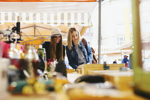 Two young women at a stall on flea market - EBSF000962
