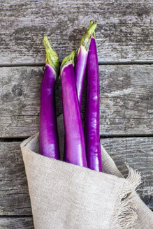 Aubergines in kitchen towel - SARF002227
