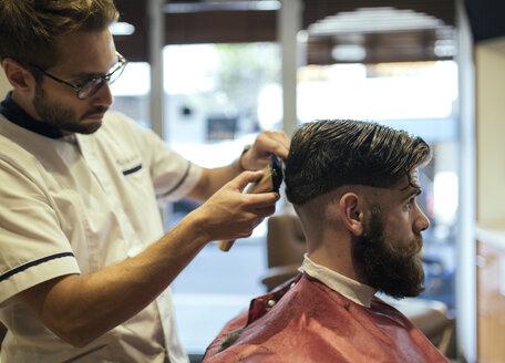 Barber shaving head of a customer - MGOF000891