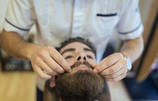 Barber adjusting beard of a customer - MGOF000915