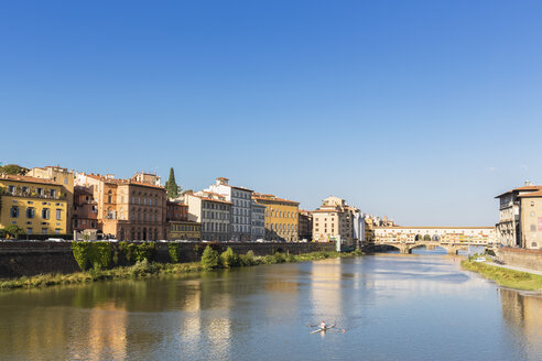 Italy, Florence, River Arno and Ponte Vecchio - FOF008310
