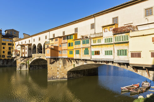 Italy, Florence, River Arno and Ponte Vecchio - FOF008313