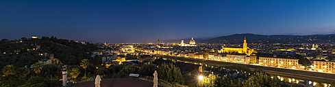 Italy, Tuscany, Florence, Cityscape, Arno river in the evening, panorama - FOF008338
