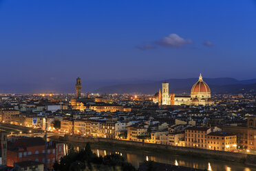 Italy, Tuscany, Florence, Cityscape, View of Cattedrale di Santa Maria del Fiore in the evening - FOF008341