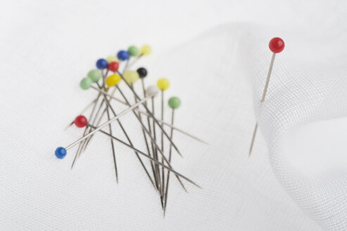 Colorful pins, white cloth - CRF002728