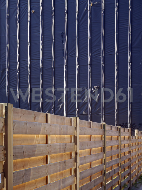 Covered house front and construction barrier - JMF000359