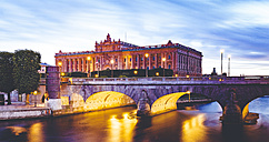 Sweden, Stockholm, view to Parliament Building with Norrbro Bridge in the foreground at twilight - MPA000043