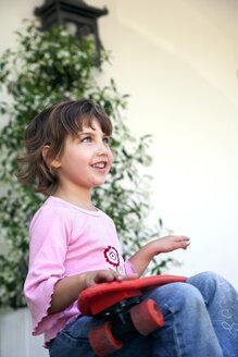 Little girl with skateboard - RMAF000044