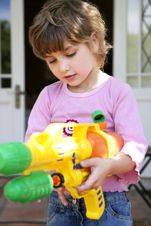 Portrait of little girl with water gun - RMAF000047
