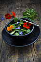 Bowl of lamb's lettuce with blossoms of borage and Indian cress - LVF004056
