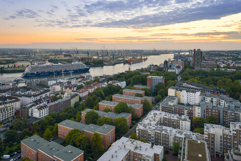 Germany, Hamburg, harbor, Elbe river, Cityscape in the evening - RJ000524