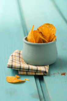 Bowl of potato chips flavored with paprika - MYF001184