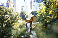 USA, New York City, portrait of young woman in Central Park - GIOF000337