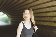 Young woman in a tunnel - GIOF000349